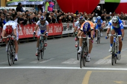 Ulissi throws his bike across the line (image courtesy of Lampre-ISD website)