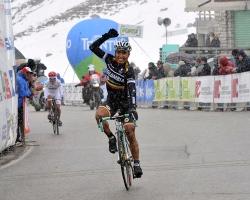 Darwin Atapuma wins atop Passo Pordoi (image courtesy of official race website)