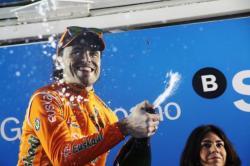 tage 6 winner Samu Sanchez celebrates (image courtesy of Susi Goertze, CyclingInside)