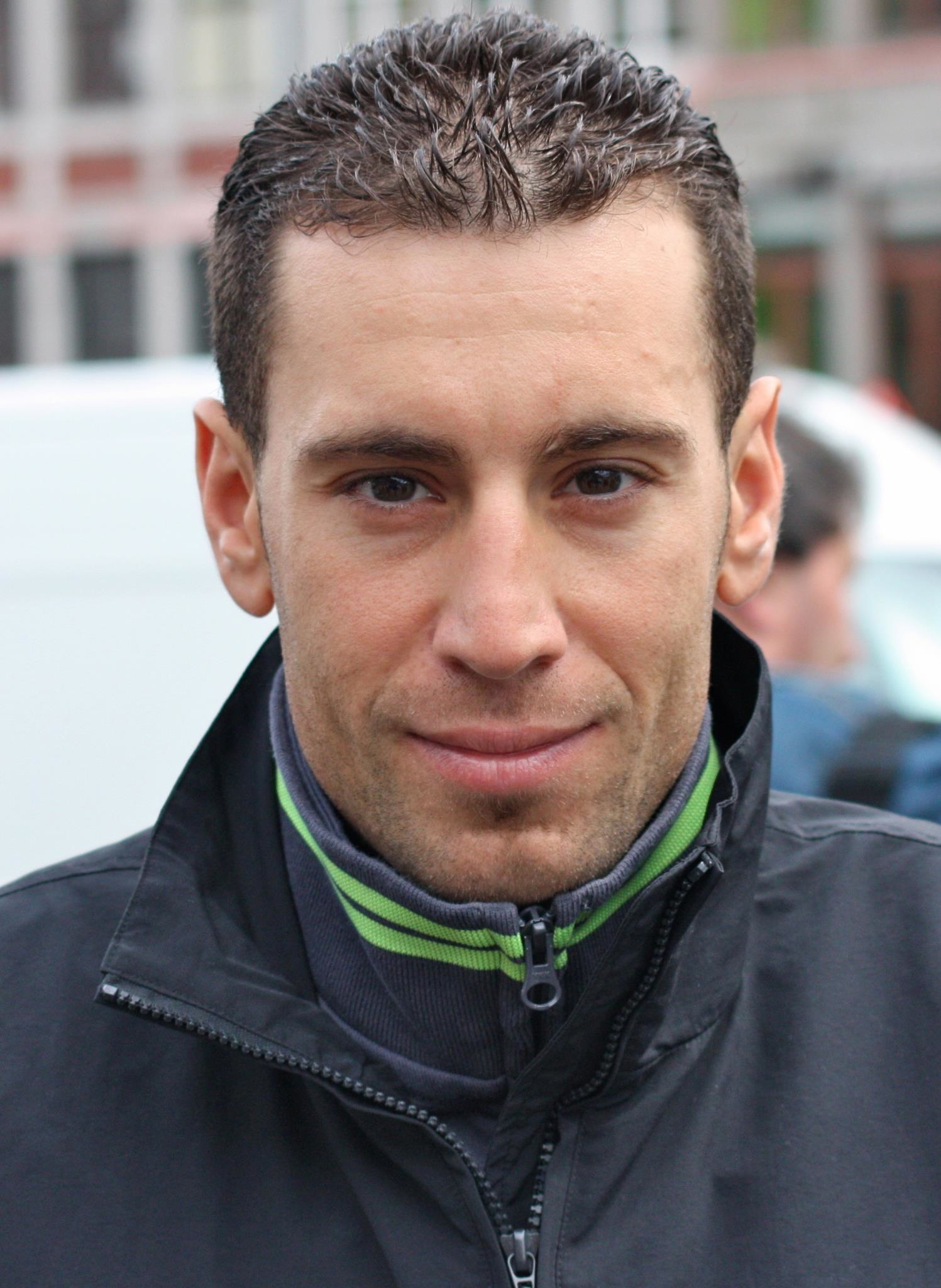 The 32-year old son of father Salvatore Nibali and mother Giovanna Nibali, 169 cm tall Vincenzo Nibali in 2017 photo