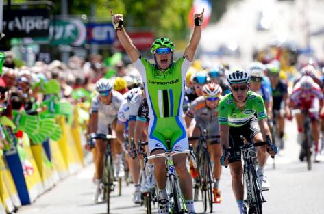 Elia Viviani wins by a couple of bike lengths (image: Cannondale)