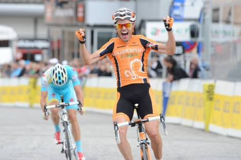 Samu's delighted to break his 2013 duck (image: Euskaltel)