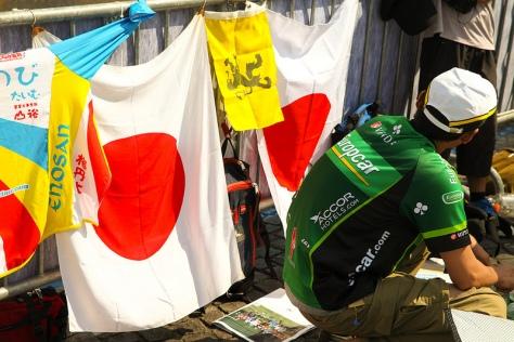 Japanese fans cheer for Arishiro - CC