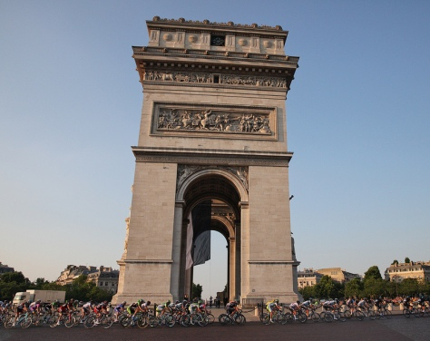 Riders circle the Arch De Triumph at the 100th Tour de France - CC
