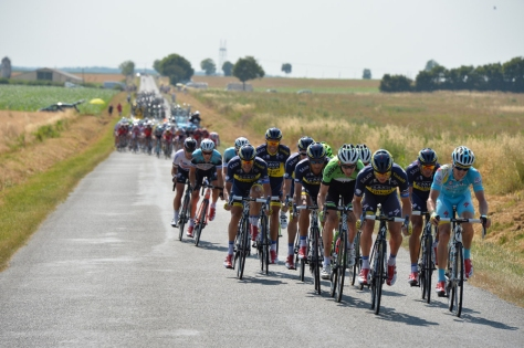 A six-man effort by Saxo-Tinkoff saw 14 riders go clear - and the yellow jersey stranded in their wake (Image: Presse Spoerts/ASO)