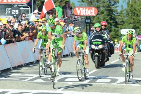 Sagan celebrates the final summit finish, Robbie McEwen style (Image: ASO/P  Perreve)