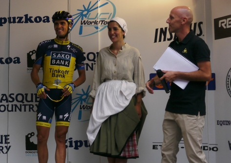 Plenty of applause for one of the main attractions, Alberto Contador (image: Richard Whatley)