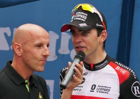 Spanish speaker Juan Mari with the winner, Tony Gallopin (image: Richard Whatley)