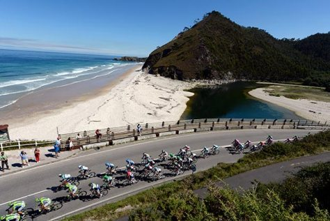 Spectacular scenery, spectacular racing (Image: Vuelta website)