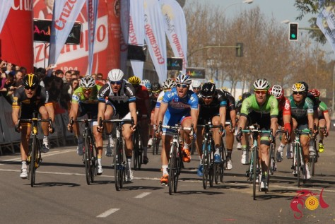 Jans (centre, with blue shoulders) thought he'd won stage 3, but replays showed Ciolek (far left) had beaten him (Image: Vuelta a Andalucia)