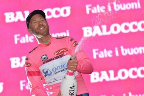 Tuft celebrates his 37th birthday with champagne and a pink jersey  (Image: Giro d'Italia)