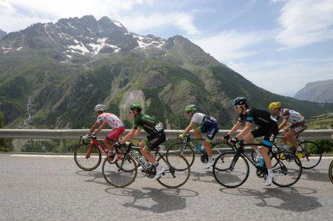 Simon Yates in the breakaway on Stage 14