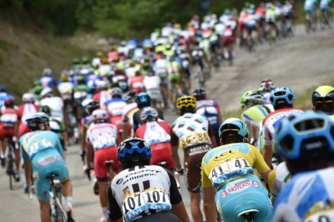 A quiet day in the end for the yellow jersey, who was content to enjoy a day in the bunch (Image: Presse Sports/B Papon)