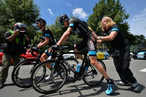 Froome sports his war wounds as he remounts after his crash (Image: Presse Sports/B Papon)
