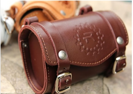 Rivet saddle bag