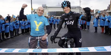 We're loving the leader's jersey on Tony Robinson picture with Ben Swift (image: Sky)