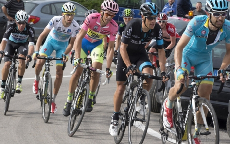 Uran far left) kept pace with the three favourites all the way to the finish Image: Giro dItalia)