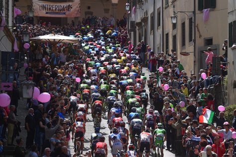 The peloton cycling through one of Italy's many historic towns. (Image: Tim de Waele/Corbis via Getty Images)